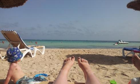 Si à 30 ans, t'as pas de photo de tes pieds sur la plage, t'as tout raté.